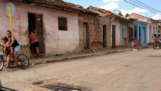 Cuba Opens To Private Housing But Preserves Housing Rights